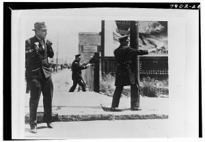 Politia americana impusca in protestatari.