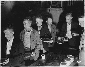 Oamenii săraci primeau câte o supă gratis pe zi